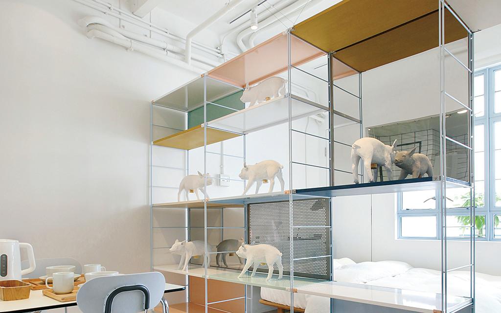Case02 in hongkong compact life muji - Etageres suspendues plafond ...