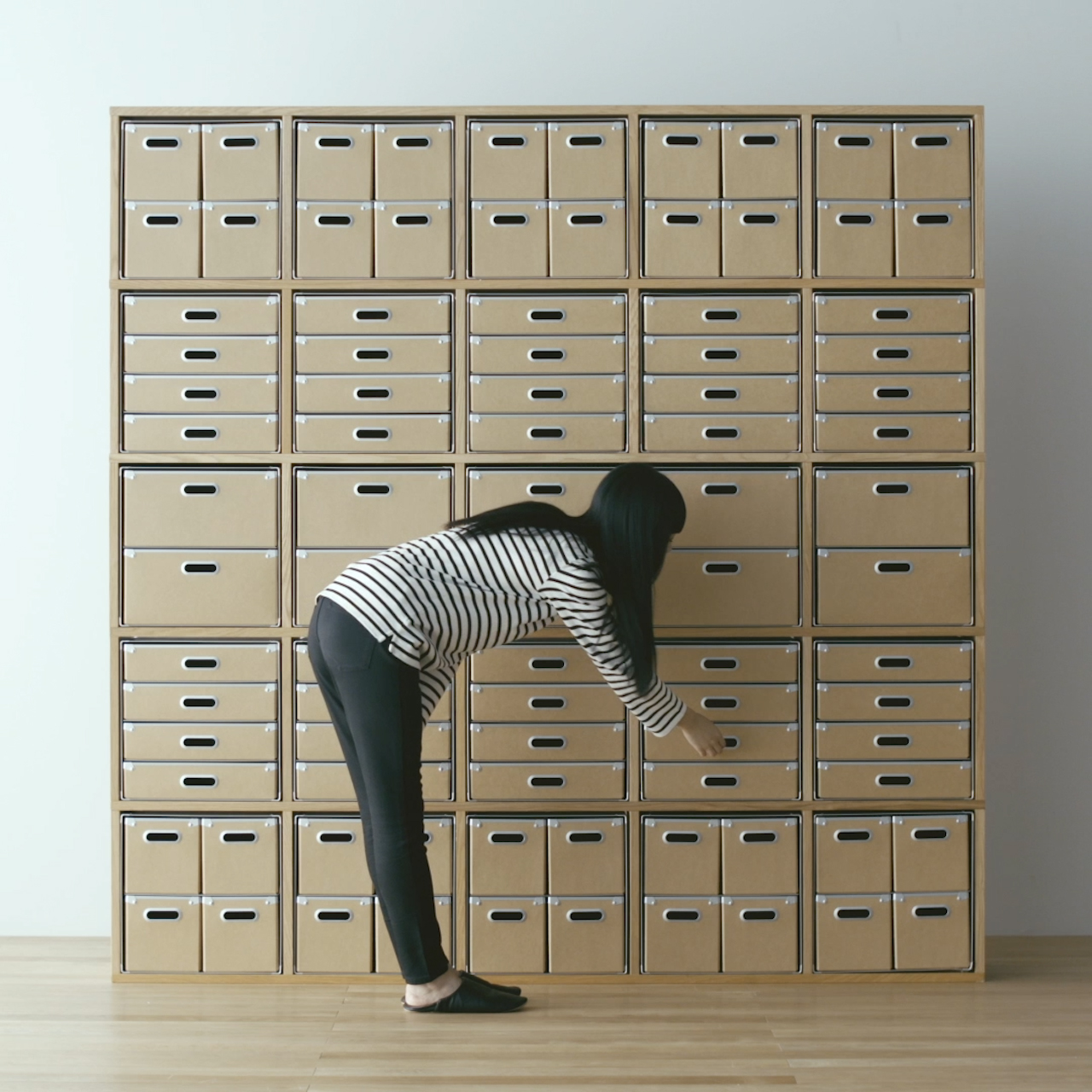 収納用品と合わせる: 無印良品の収納用品とモジュールを合わせているのでぴったり収まります。