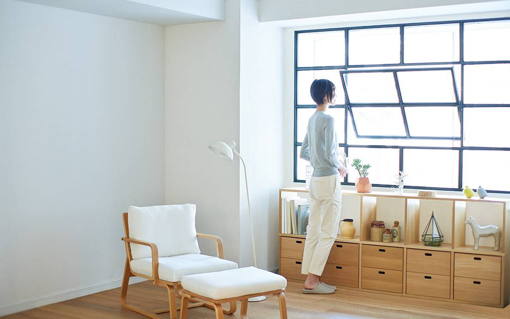 tips for living a new way 01 10 compact life muji. Black Bedroom Furniture Sets. Home Design Ideas