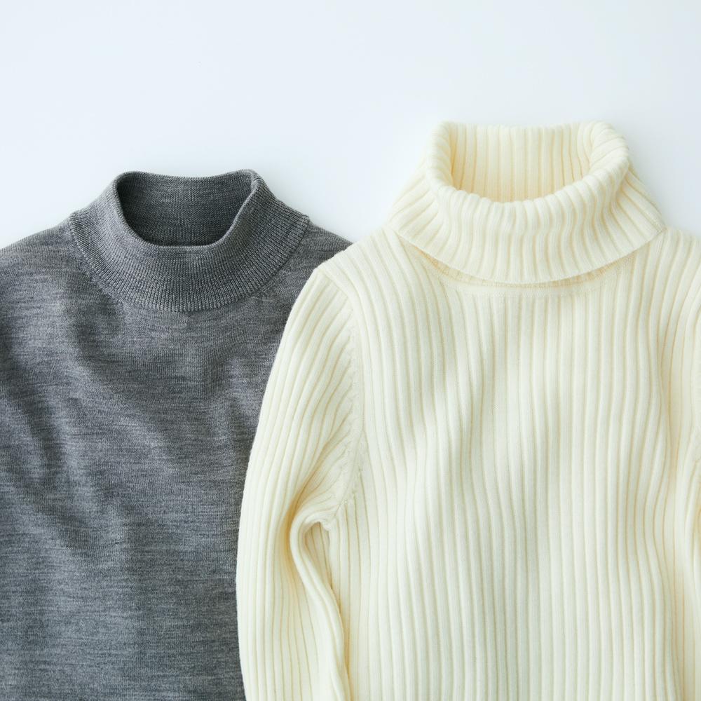 竹取の翁よろしく手に取ったのは、無印良品のリネンニット。 フレンチリネンムラ染め畦編みセーター 婦人Mのネイビーとモカブラウンです。
