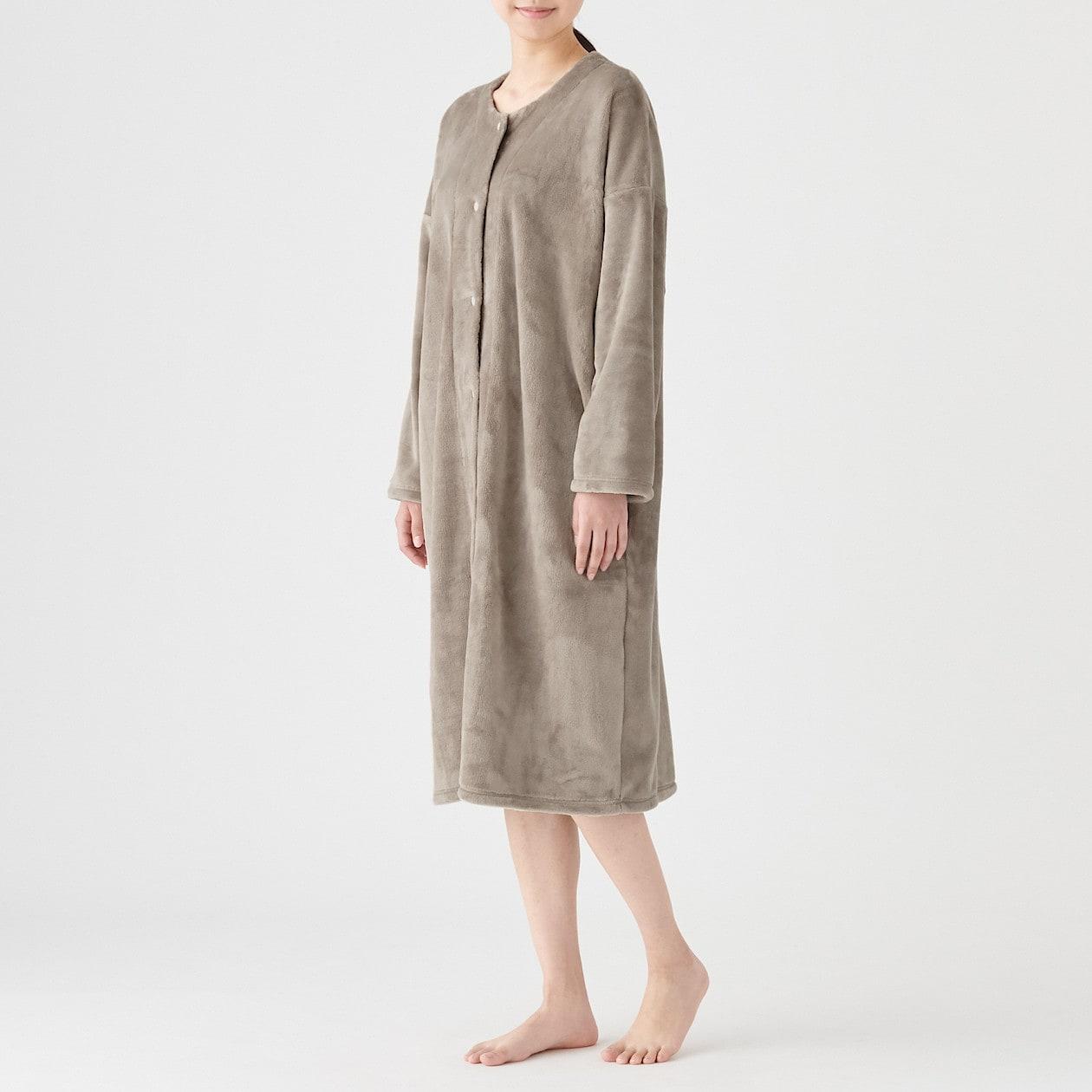 シンプルで快適な無印良品「あたたかファイバー 着る毛布スリーパー」