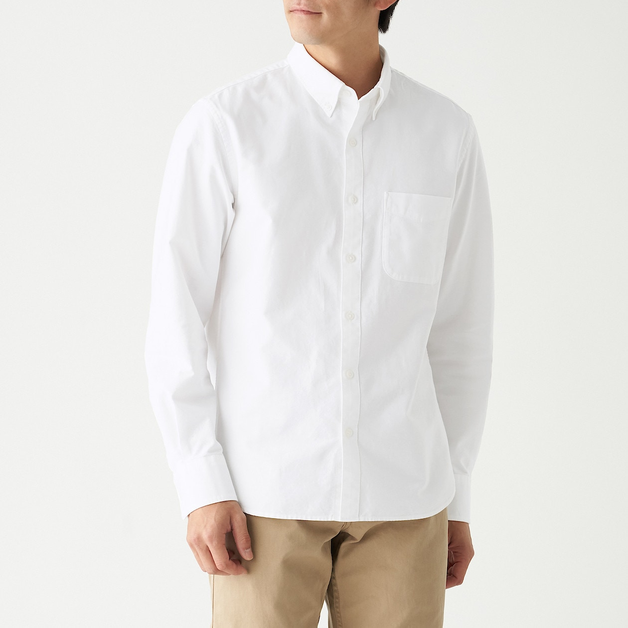 無印良品のおすすめワイシャツは、オーガニックコットンのストレッチ形態安定オックスボタンダウンシャツ