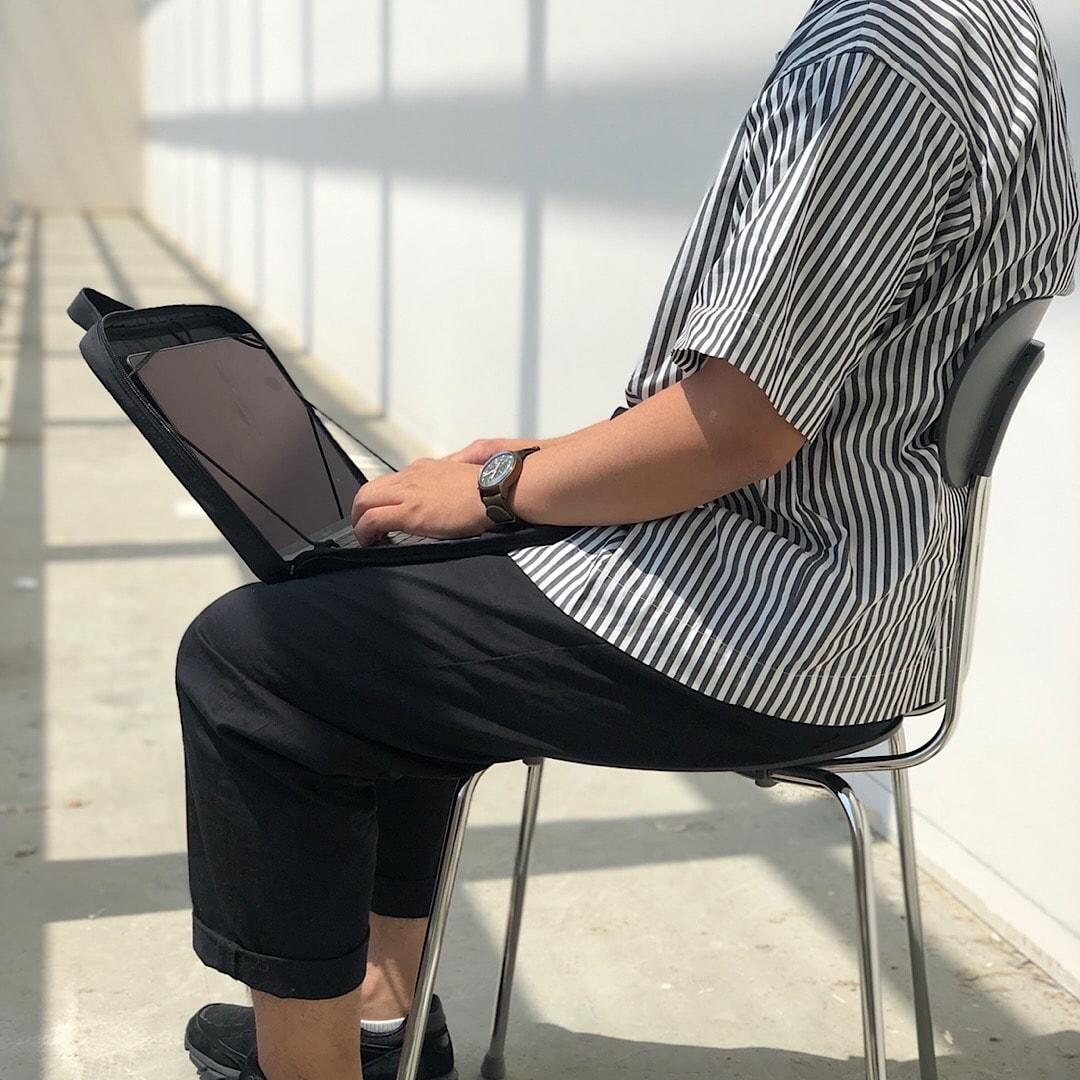 キービジュアル画像:入れたまま使えるパソコンケース|スタッフのおすすめ
