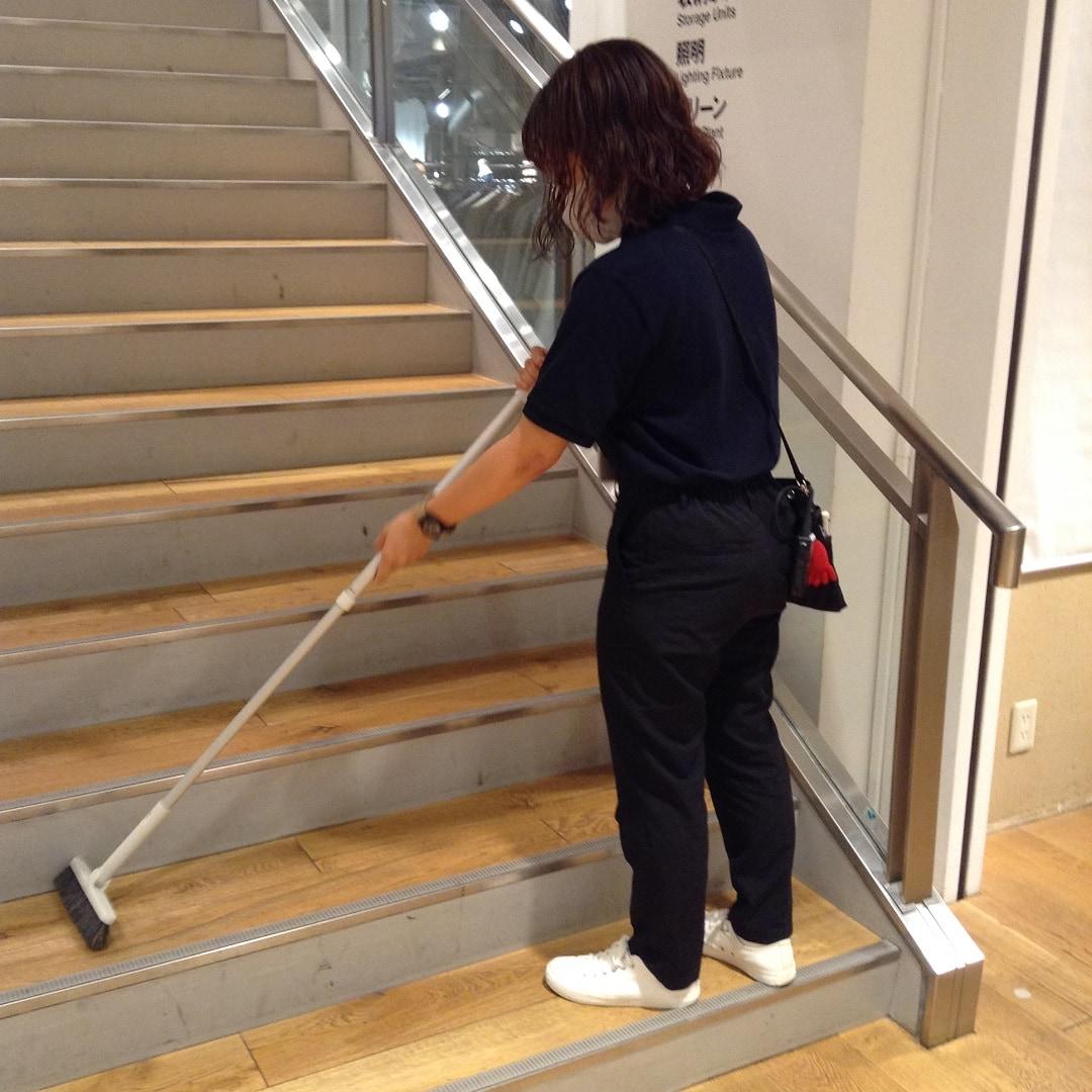 【MUJIキャナルシティ博多】階段掃き