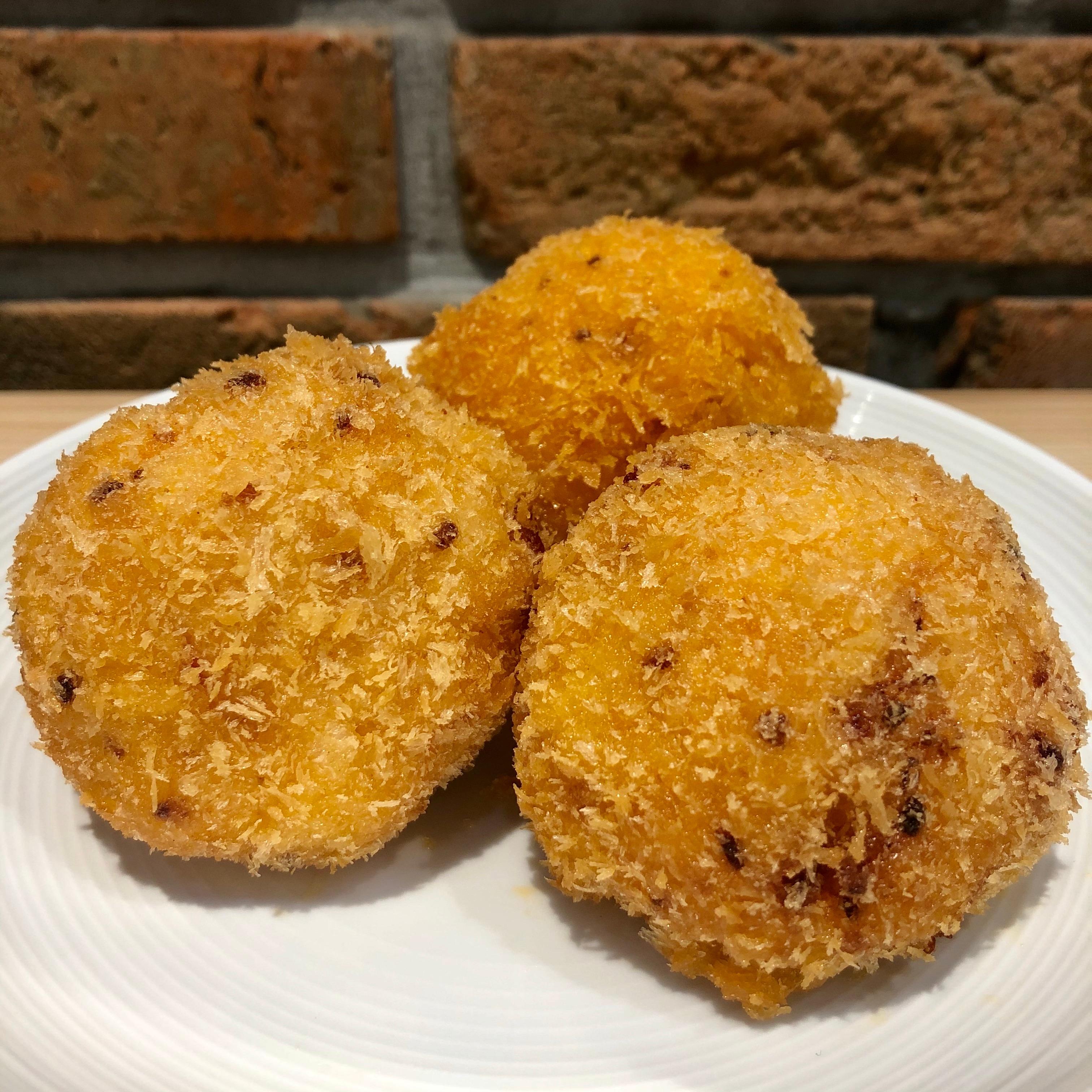 【イオンモール堺北花田】発売と同時に大人気の『4種のチーズとベーコンのチキンライスころっけ』