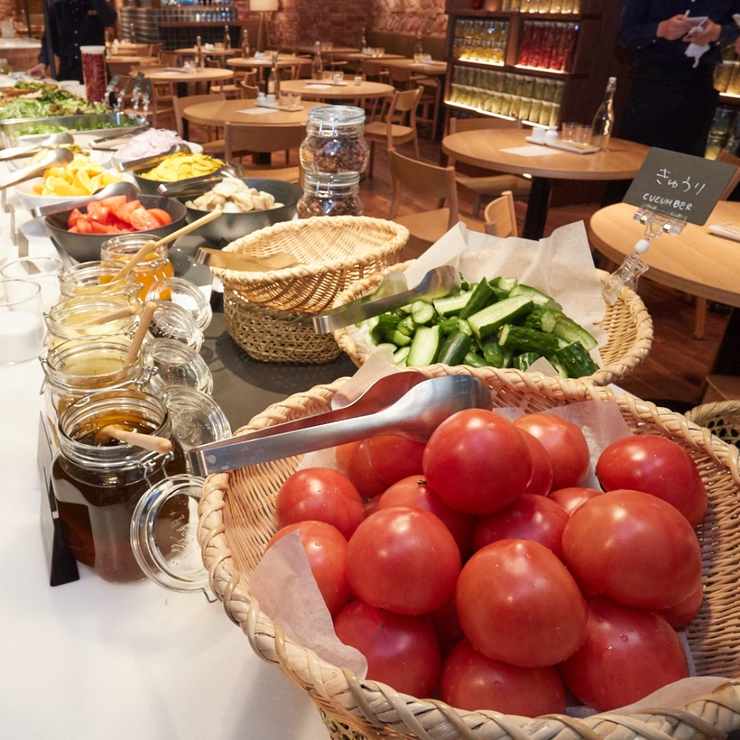キービジュアル画像:朝食にサラダバーいかがでしょうか|B1階MUJI Diner 銀座