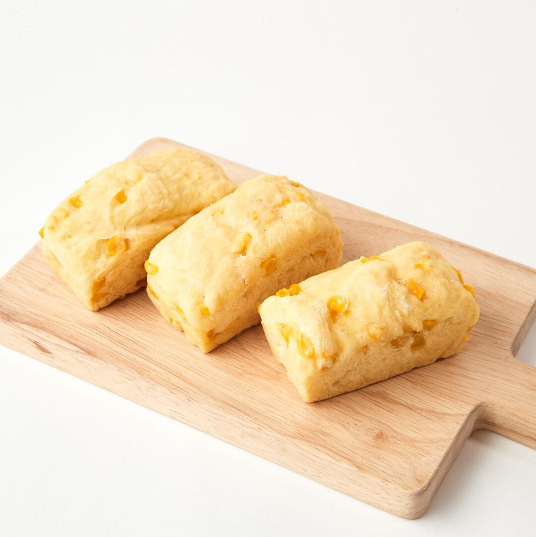 キービジュアル画像:朝食のおすすめ:豆乳コーンパン|1Fベーカリー