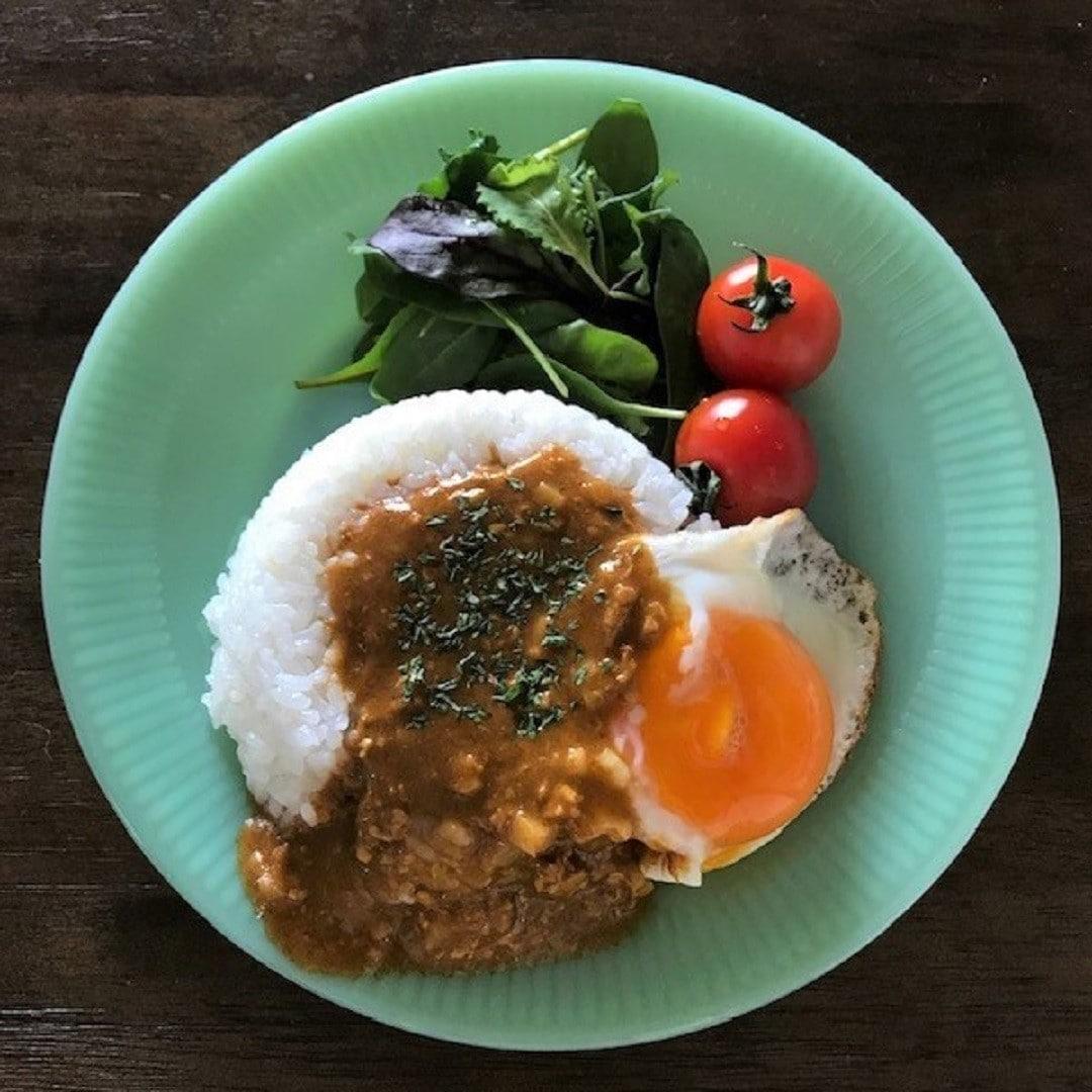 キーマカレーと半熟卵