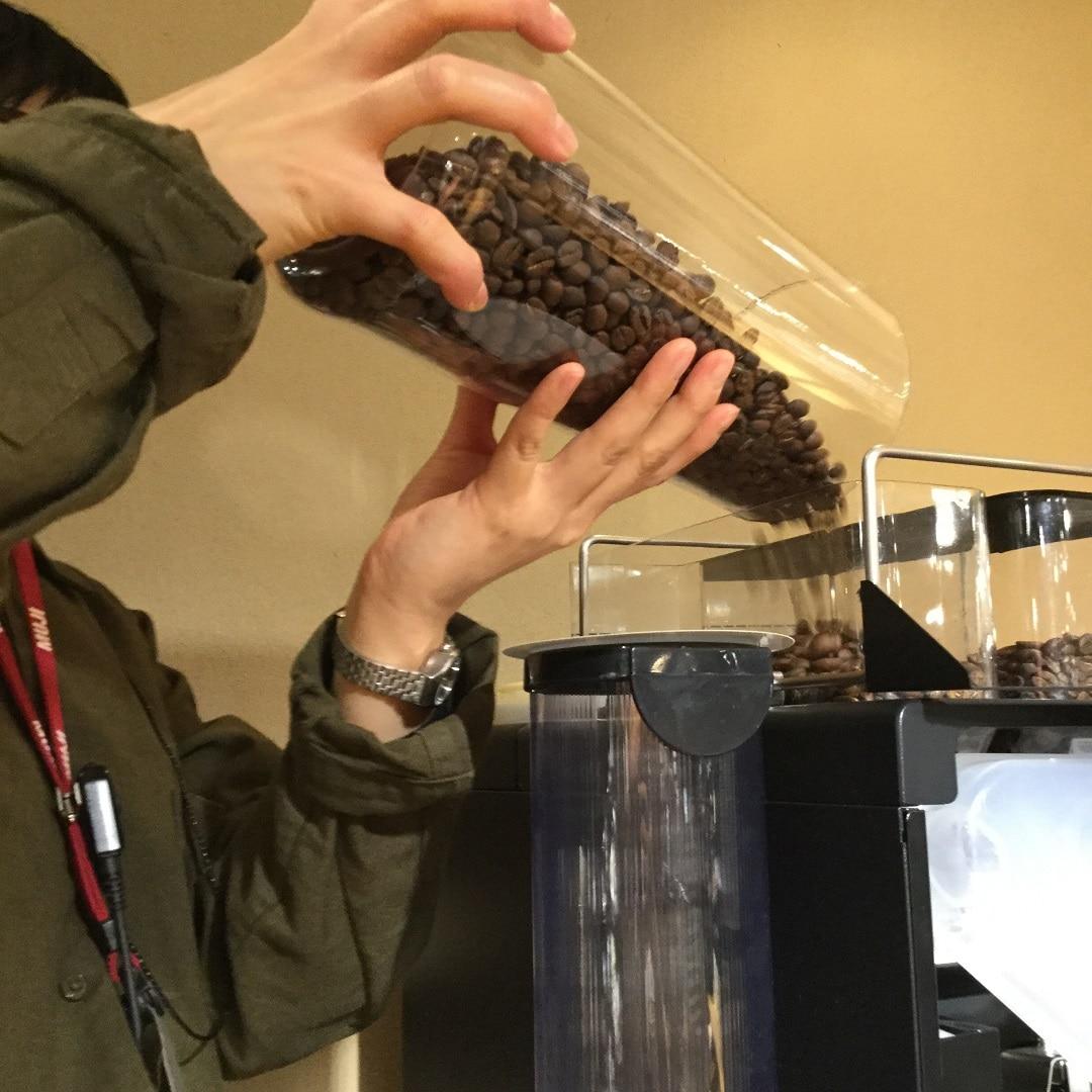 【MUJIキャナルシティ博多】コーヒーマシンへ投入されるお豆