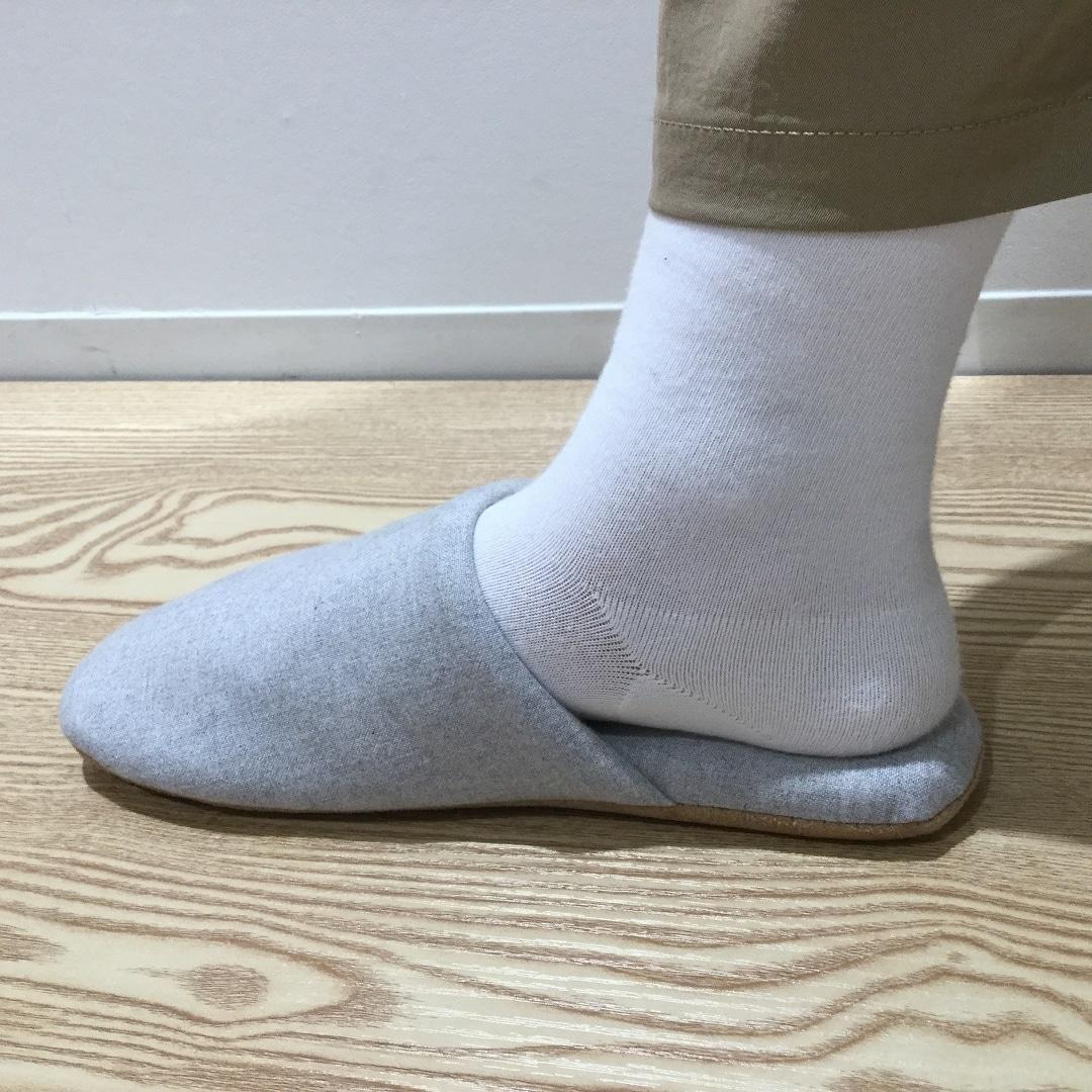 足にフィットするスリッパ