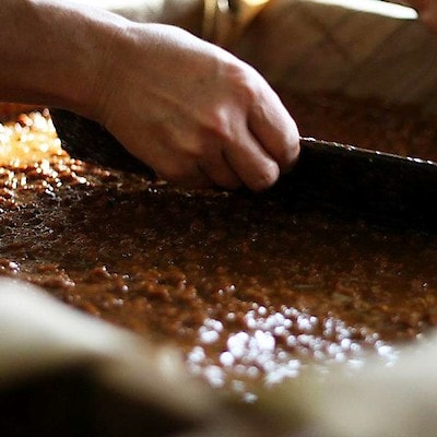 キービジュアル画像:国産原料を使った、天然醸造の醤油