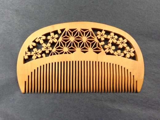 キービジュアル画像:「絆」を表す縁起の良いつげブラシを、毎日のヘアケアに