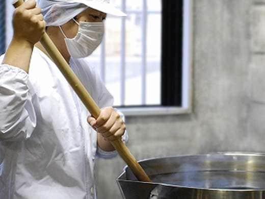 キービジュアル画像:九州産の厳選素材にこだわった醤油と、旬を味わうドレッシング